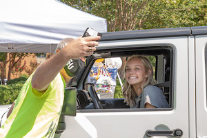 President Shannon welcomes first-time students to campus with his signature selfies!
