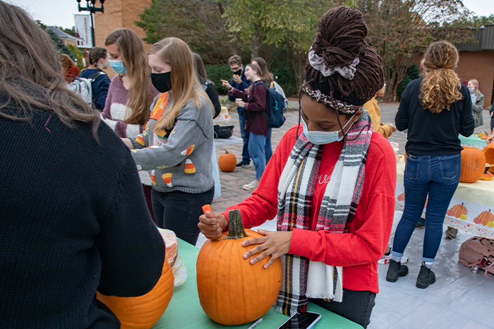 SeasonsWeb_Carousel-2021_0000s_0003_Pres Pumpkin Carving-13